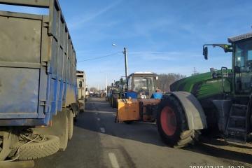 Dans la région de Jytomyr, les agriculteurs bloquent une autoroute