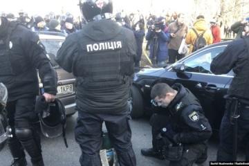 Kyiv : Heurts entre policiers et manifestants dans le quartier gouvernemental
