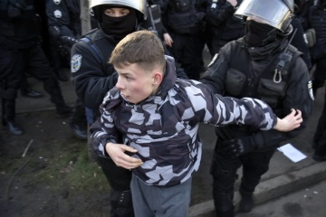 最高会議前衝突:警察、集会参加者を26名拘束