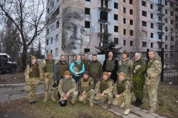 Canadian delegation visits Zolote and Avdiivka
