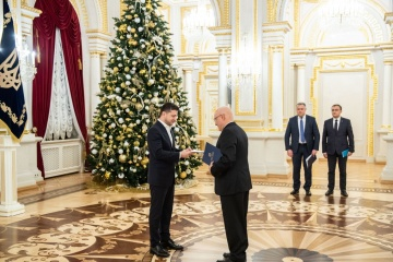 Zelensky receives credentials from ambassadors of Greece and Canada