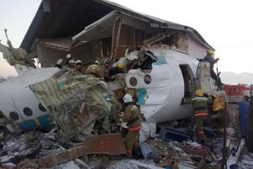 Dos ucranianos sobreviven accidente aéreo en Kazajstán