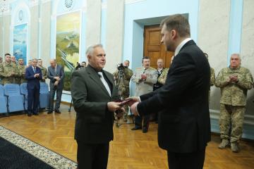 Zagorodniuk presenta premios estatales a militares ucranianos