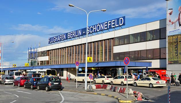 Почти 50 украинцев не смогли вылететь из Берлина - застряли на паспортном контроле