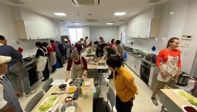Борщ, котлети й вергуни: в Японії провели майстер-клас української кухні