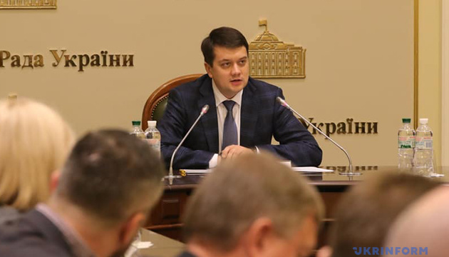 Разумков каже, що депутати й чиновники