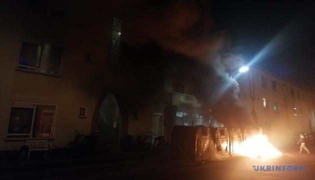 У Гаазі запалили шини у відповідь на заборону новорічного багаття