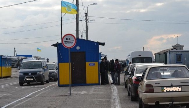 Number of people crossing border with Crimea decreased in November