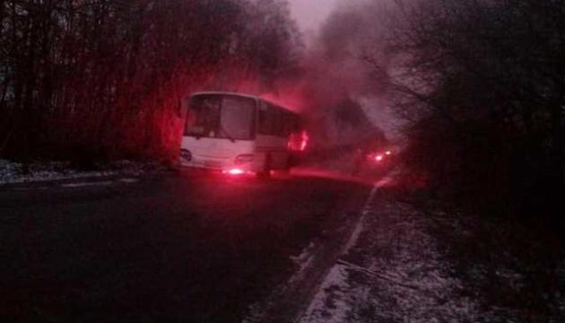 На Житомирщині під час руху загорівся автобус із пасажирами