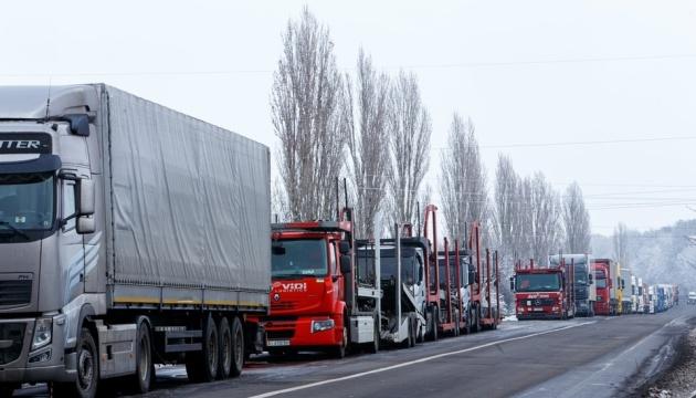 На західному кордоні у чергах застрягли понад 700 авто