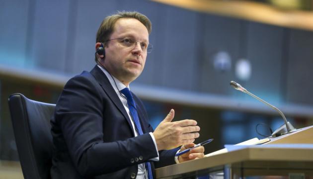 ЄС має зберігати санкції проти Росії - новий єврокомісар з розширення