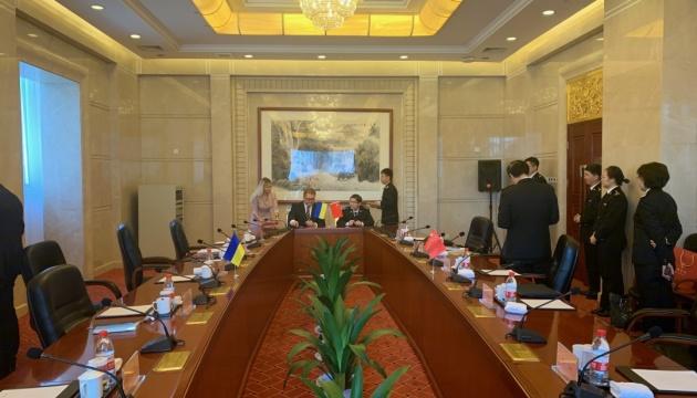Україна експортуватиме в Китай мед і шрот — підписали угоди