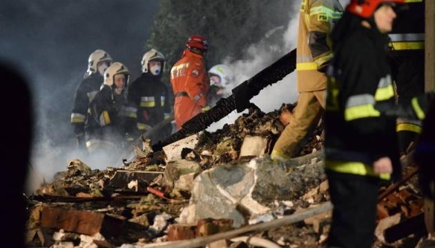 На гірськолижному курорті в Польщі через вибух газу обвалився будинок