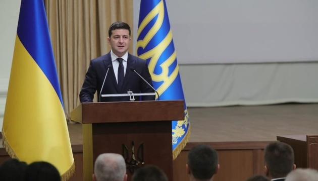 Volodymyr Zelensky: Même après l'instauration de la paix, l'armée ne cessera pas d'être notre priorité