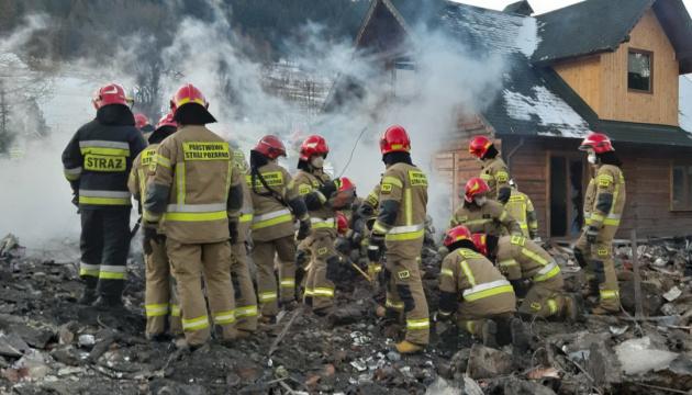 Взрыв газа в Польше: спасатели достали из-под завалов восемь тел