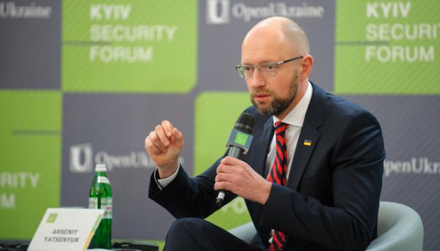 Яценюк считает временным, что он еще не был Президентом