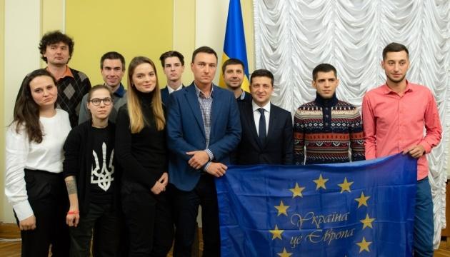 Ukrainian president meets with Euromaidan participants