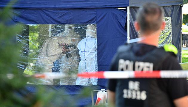 Убийство в Берлине: Призрак Солсбери с проекцией на Париж