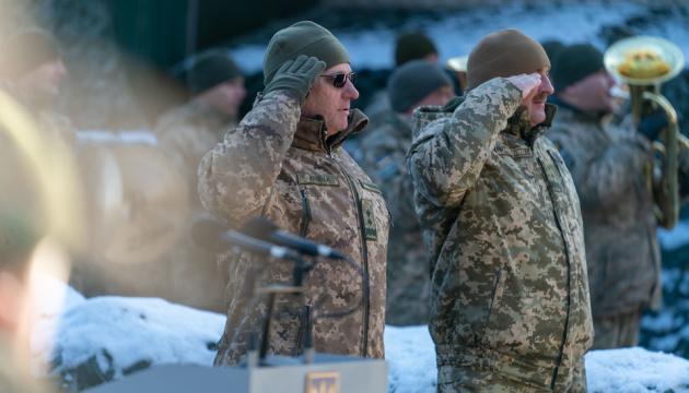 Президент повысил Хомчака и присвоил пятерым офицерам генеральские звания