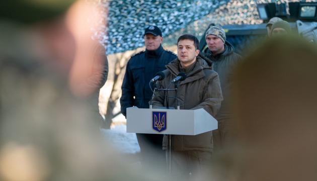 Зеленский говорит, что хотел встретиться с бойцами ООС именно перед саммитом в Париже