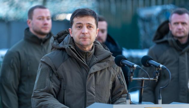 Volodymyr Zelensky arrive dans le Donbass
