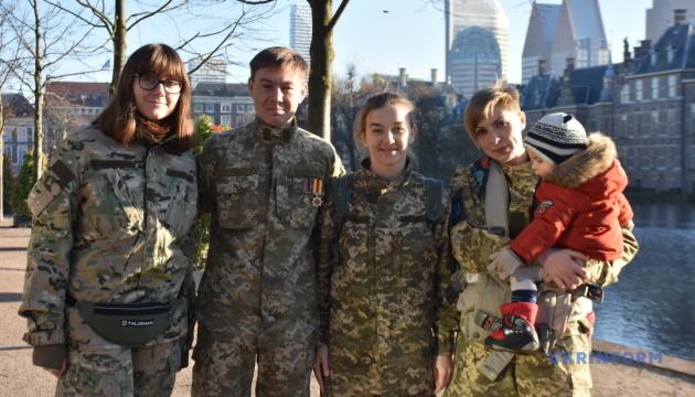 Півонії на мінному полі. Як війна змінила життя українських бійчинь