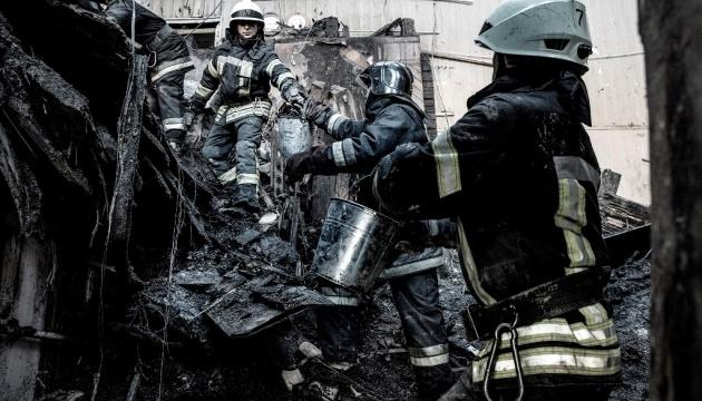 В Одессе продолжаются ночные поисковые работы в сгоревшем здании колледжа
