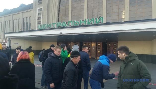 З Центрального залізничного вокзалу в Києві евакуйовували пасажирів