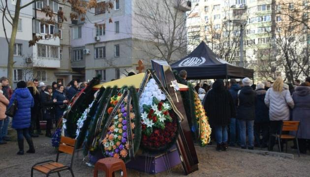 В Одессе похоронили преподавательницу колледжа, выводившую студентов из горящего здания