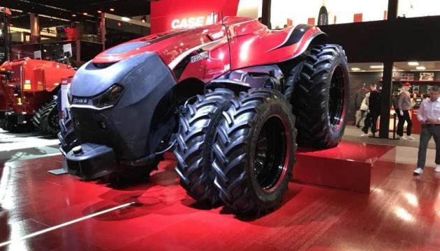 На виставці у Ганновері показали безпілотний трактор
