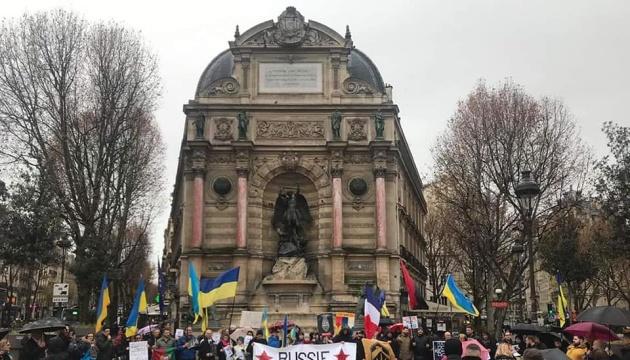 У Парижі напередодні