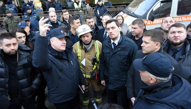 Гончарук обіцяє державну підтримку рідним загиблих від пожежі в Одесі