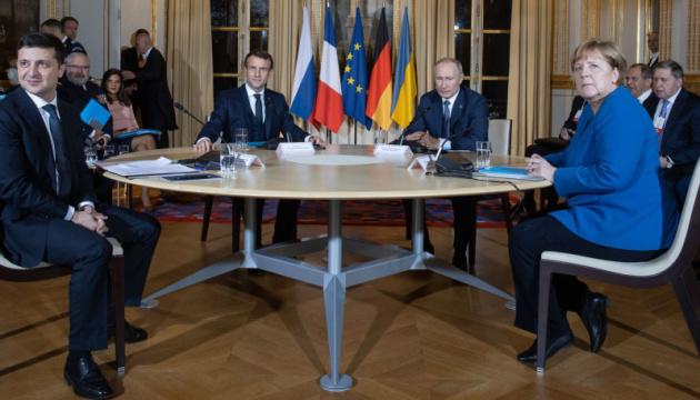 Зеленський підтвердив, що дійсно потис руку Путіну