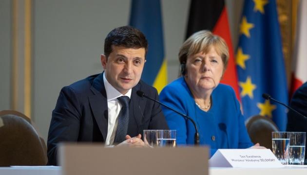 Зеленський привітав Меркель з днем народження