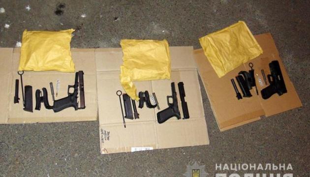 На Позняках задержали россиянина с тремя пистолетами