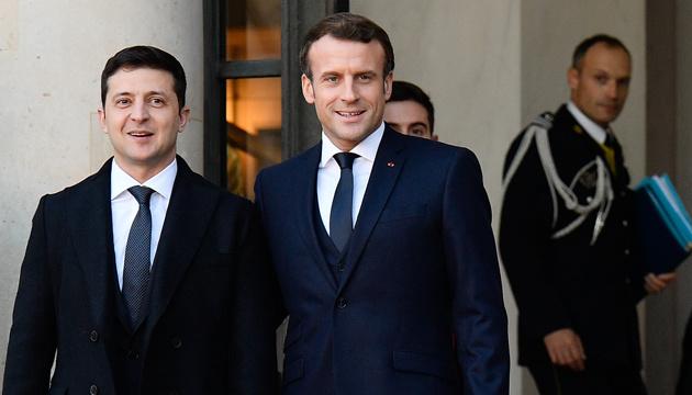 """Wołodymyr Zełenski omówił z Emmanuelem Macronem współpracę z MFW, ustawę """"bankową"""" i pomoc od UE"""