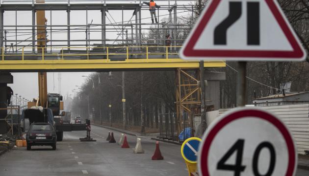 Как строят пешеходные мосты над скоростным трамваем