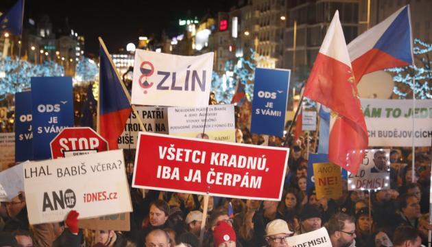 В Праге — многотысячные протесты, требуют отставки премьера Бабиша