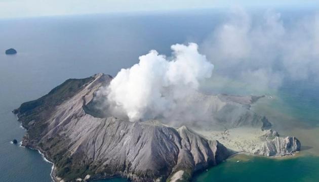 Количество жертв извержения вулкана в Новой Зеландии увеличилось до восьми
