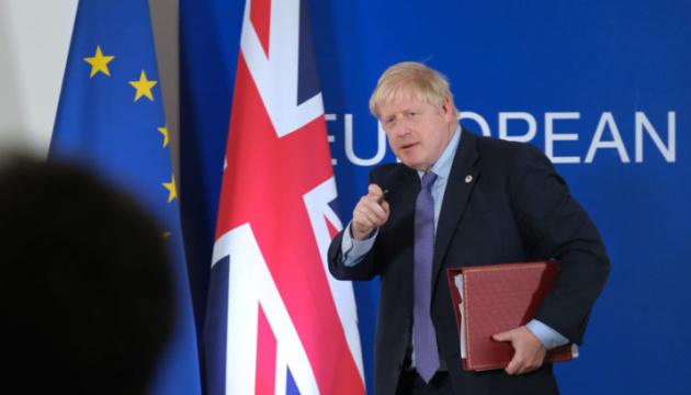 Премьер Британии ушел на самоизоляцию после контакта с больным COVID-19