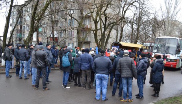 Дружини гірників шахти «Краснолиманська» перекрили дорогу через зарплатні борги