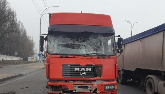 У Києві вантажівка зіткнулася з маршруткою, 11 постраждалих