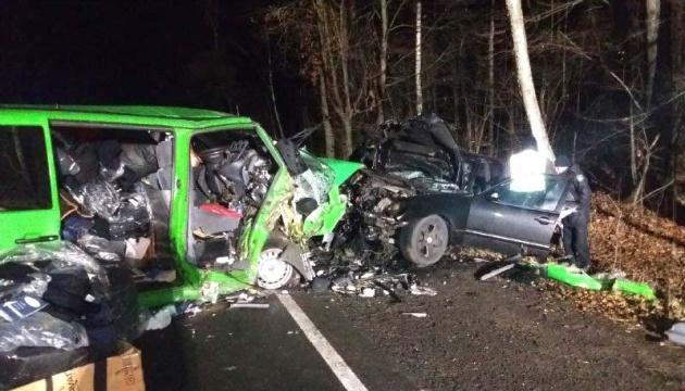 На Ривненщине авто столкнулось с микроавтобусом, есть погибший и раненые