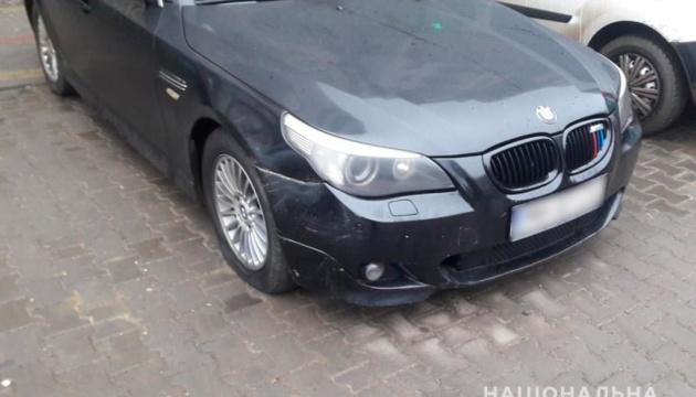 У Чернівцях затримали хулігана, який пошкодив 31 автівку