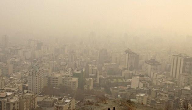В Ірані через смог закрили десятки шкіл, вантажівки не пускають до столиці