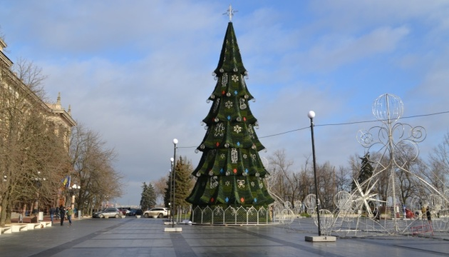 У Миколаєві встановили головну ялинку