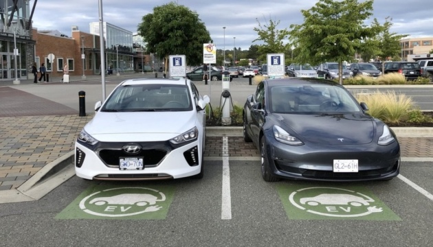 У Канаді вдвічі збільшать кількість зарядних станцій для електрокарів