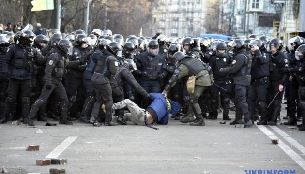 В урядовому кварталі - сутички між поліцією і протестувальниками