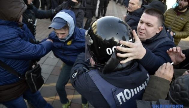 У сутичці біля Ради постраждали двоє поліцейських