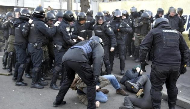 16 Menschen bei Auseinandersetzungen vor Parlament verletzt